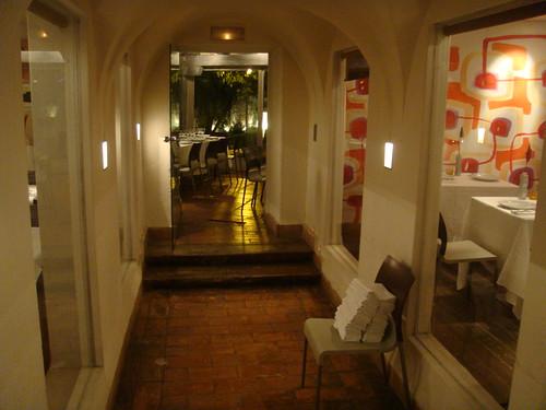 Pasillo interior para acceder a comedores privados