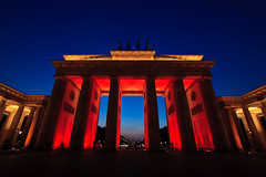 Brandenburger Tor  Festival of Lights 2008, Berlin (Ole Begemann) Tags: city blue light red sky berlin rot yellow architecture night germany deutschland licht twilight europa europe nacht dusk vivid himmel brandenburggate symmetry gelb stadt architektur bluehour dmmerung blau brandenburgertor 2008 mitte festivaloflights pariserplatz abenddmmerung blauestunde symmetrie camera:iso=200 lens:aperture=f80 camera:model=canoneos20d lens:focallength=10mm camera:shutter=10sec original:filename=2008102320d036719