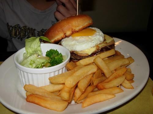 swensen mega burger
