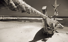 (felix.h) Tags: africa sea sky beach canon ir eos coast boat 300d shoreline wideangle rope ghana shore westafrica infrared fishingboat canoneos300d eosdigitalrebel sigma1020mm sigma1020 gulfofguinea eosdigitalkiss oldningo