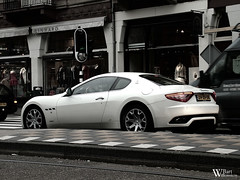 Maserati Granturismo @ Amsterdam (Bart Willemstein) Tags: auto white black cars girl dutch car amsterdam nikon d70 d70s bart s ferrari german van 1855 lovely nikkor tamron bugatti lamborghini maserati granturismo 55200 baerlestraat watmoetdathier autogespot eennegerwatisdat
