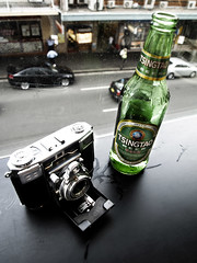 Tsingtao Beer and Zeiss Ikon Contessa (johnno_oz) Tags: green beer zeiss bottle chinatown sydney australia olympus haymarket ikon tao 45mm tsing contessa tsingtao tessar 500e