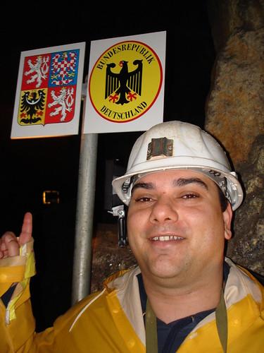 Baynado vor dem unterirdischen Grenzübergang