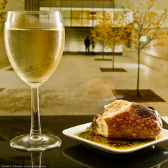 Serve Chilled on a Warm Afternoon (Photoshoparama - Dan) Tags: fallcolors condensation whitewine porcelain frenchbread phototherapy sb800 whitedish throughaglass dippingoil strobist grandrapidsartmuseum lightfield johnsongraphics photoshoparama danielejohnson dsc0751 crossroadonecom panerafrenchbread