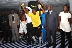 DSC_1449 (Fdration Ivoirienne de Boxe) Tags: africa sport fight risk boxer afrika boxing fib boxe westafrika ctedivoire afrique ivorycoast abidjan boxen kampf championnat boxkampf fightsport boxring boxeur elfenbeinkste sportfotografie treichville profiboxer sportphotographer koumassi afriquedouest fdrationivoiriennedeboxe parcdesports boxmeisterschaft africansports sportjournalismus stefanmeisel boxamateur palaisdesports didiermbara sportjournaliste