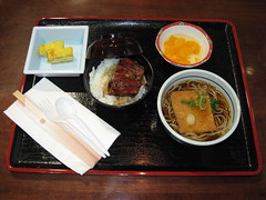 Mitsuwa Marketplace: Unagi don rice bowl set with mini kitsune soba - from Kayaba