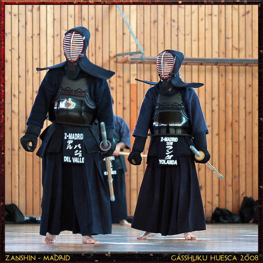 how to put on kendo bogu