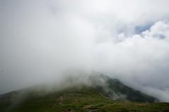 雲に包まれる縦走路