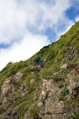 山頂への岩登り