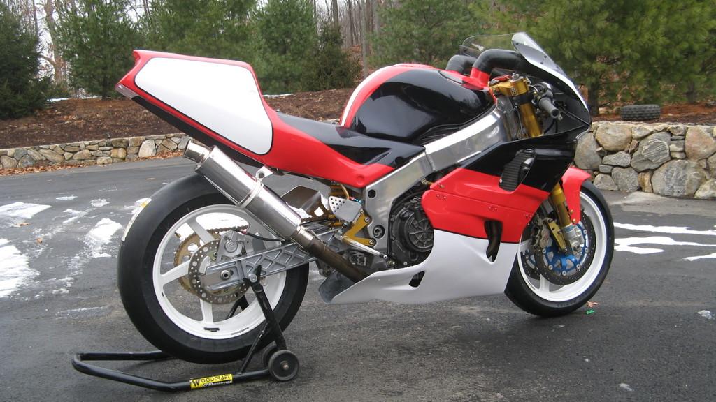 Honda RC 45 - Page 4 2809051899_bb5fbe0b0f_o