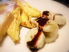 4片法國土司配香蕉巧克力醬