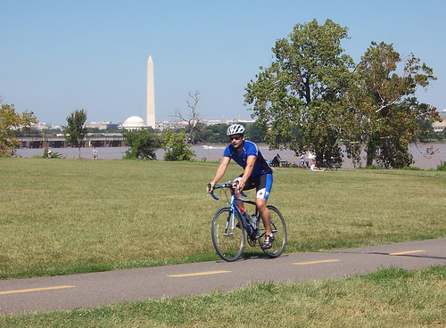 biker on mt. vernon trail