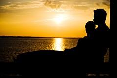 [フリー画像] 人物, カップル・恋人・夫婦, 人と風景, 夕日・夕焼け・日没, シルエット, 201004200700