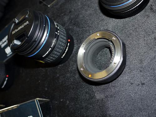 Panasonic 亦同時推出DMW-MA1 鏡頭轉接器,方便接駁其他 4/3 系統的舊鏡頭,不過相機初推出時仍未有售。