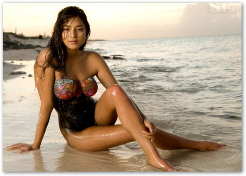 Jessica Gomes in the Surf