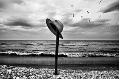 (Effe.Effe) Tags: sea blackandwhite bw seagulls beach hat blackwhite seaside mare riva shoreline bn shore spiaggia bianconero gabbiani senigallia biancoenero cappello bwdreams metaphysicsofthesea metafisicamarina