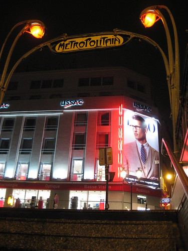 Sortie du métro Châtelet rue de rivoli