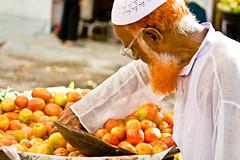 man market jodhpur-1 (Adel Z) Tags: orange india frutas fruits market clocktower mercado mango rajasthan inde jodhpur vegetales henn indianman chichiya removedfromadobelightroomfortags