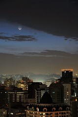 Moon over Itaim I (Alceu Bap) Tags: brazil moon skyline clouds nightshot sopaulo balcony explore sp nuvens lua noite horizonte sacada digitalworld itaim itaimbibi