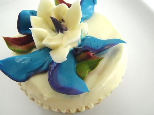 08-05 vanilla cupcake
