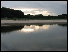 am Strand (♥ ♥ ♥ flickrsprotte♥ ♥ ♥) Tags: wasser sonne ostsee spiegelung kiel schleswigholstein kielerförde abendspaziergang falkensteinerstrand