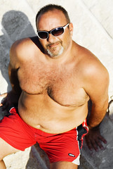 on the beach (rombear) Tags: bear beach stone daddy mare chest spiaggia orso ammoressunglasses occhialidasolediammore