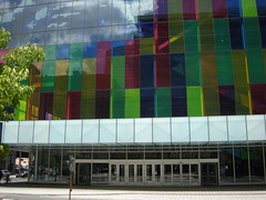 Entrance to the Palais des Congrès (Elme) Tags: canada montreal palaisdescongres