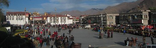 Jokhang_Square,_the_first_destination_or_drop-off_for_most_tourists
