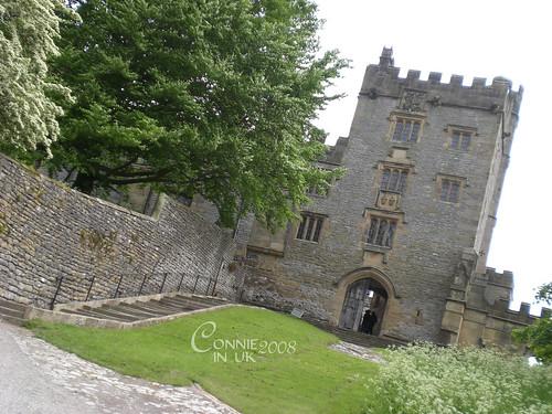 """主樓入口,立刻讓我把對 """"Elizabeth"""" 裡公主繼位前的住處的印象重疊。"""