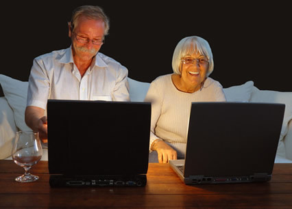senior_couple_playing_computer