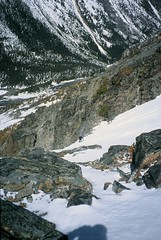 Snow Runner (Dru!) Tags: 2002 snow canada climb bc britishcolumbia climbing alpine mountaineering climber gord niutrange coastmountains fujisensia100 alpinist blackhorn firstascent whitesaddle newroute pentaxzoom90wr tatlalake betenia