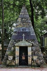 pyramid (Leo Reynolds) Tags: cemetery canon eos pyramid iso400 28mm f8 0ev 0008sec 40d cemeteryperelachaise hpexif leol30random xleol30x xxx2008xxx xratio2x3x