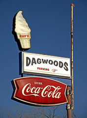 Dagwoods Parking (FotoEdge) Tags: blue red usa white signs midwest boulevard cone rusty sandwich kansascity cheeseburger fries american missouri icecream cocacola kc blondie tenderloin dagwoods fotoedge harmburger