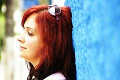 Muro Azul (Malu Green!) Tags: blue red portrait woman color muro green me face azul wall hair myself glasses sexta poser perfil retrato mulher eu malu malugreen friday cor estranha cabelo rosto nariz oculos vilamadalena strangersinthenight flavita valsani janeladalma estranhasinc estranhabyestranha byflaviavalsani narizinholindo estranhasnobeco