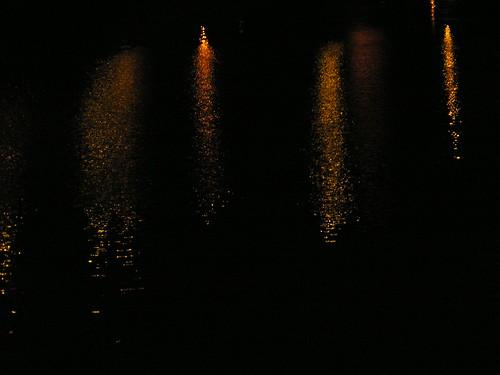 Noche y río, V