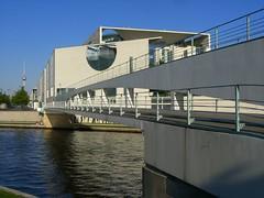 Per Doppelstock zu A. M. (Edgar F.) Tags: berlin spree kanzleramt kanzleramtsbrücke