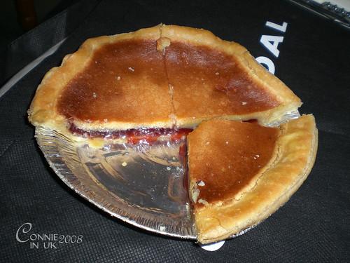 大名鼎鼎的 Bakewell Pudding,餡料是士多啤梨果醬。