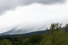 雲が滑り降りる