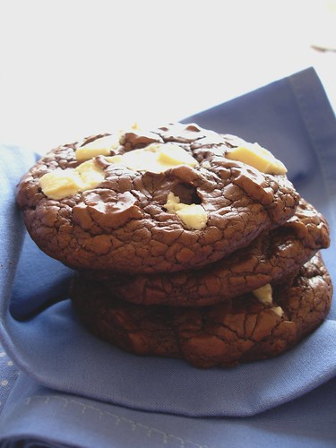 Dark and white chocolate chunk cookies