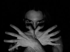 Nell'antro pi oscuro della mente - Le mie tenebre (Nameless Child) Tags: bodylanguage