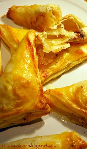 Triangoli al Camembert e Nocciole