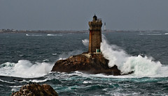 La Pointe du Raz (kerivoa) Tags: ocean sea nature lighthouses bretagne breizh armor 29 finistre phares penarbed lapointeduraz capsizun plogoff beuzeccapsizun