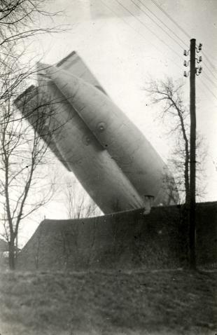 The Great War. First World War. A british zeppeling crashing on a house in Eemnes, Holland / Netherlands, 1917.