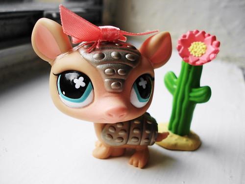 365 Toy Project - Day 43: Armadillo by Sakuya Masaki.