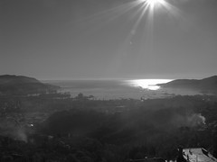 8 dicembre 2008 - mattino sul golfo di Spezia (g_ab_ri) Tags: italy italia mare liguria sole riflessi dicembre bianco freddo nero golfo citt raggi mattina gabri spezia immacolata