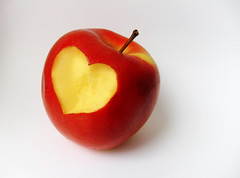 Apple of love (Thiago Lopes) Tags: red love apple composition heart vermelho corao composio maadoamor