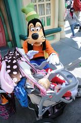 Disneyland (Joe_B) Tags: california usa geotagged unitedstates disneyland 20mm f9 d300 18200mm 18200mmf3556 geo:country=unitedstatesofamerica image:shot=44 geo:state=ca camera:make=nikon camera:model=d300 geo:city=anaheim exposure:ISO=200 lens:focallength=20 lens:name=18200mmf3556 lens:type=dgvr exposure:shutterspeed=1320 exposure:fnumber=f9 event:type=disneyland 18200mmf3556dgvr image:rating=2 address:tag=disneyland event:code=2011325 image:roll=10620 roll:num=10620 image:docname=dsc0850cjpg
