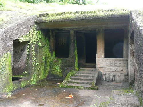 Kanheri Caves: higher-level dwelling