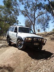 Toyota Landcruiser Flexing (alco_dl500b) Tags: grey 4x4 4wd toyota flex 80 fj landcruiser 1990 flexing 80series fj80 fj80r