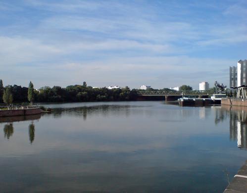 Blick vom Westhafen auf die Main-Neckar-Brücke